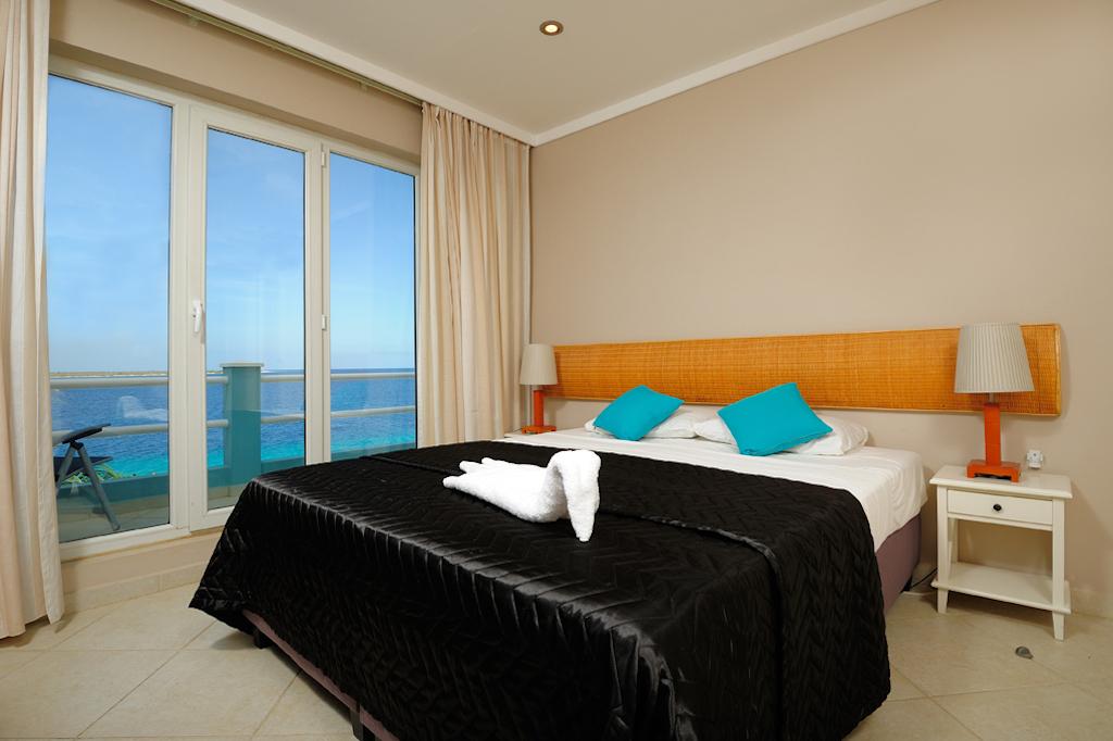 Two Bedroom Ocean Front Den Laman