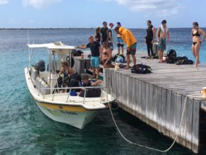 dive friends bonaire dive boat docking on Den Laman pier