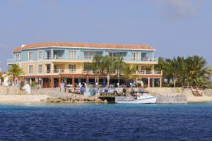 Den Laman Oceanfront Apartments